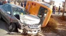 ٢٣ إصابة بحادث تصادم باص مدرسة ومركبة في مادبا.. صور