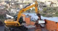 الاحتلال يهدم 'بركسا' في قرية بيت عينون شرق الخليل