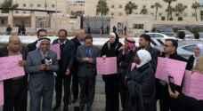 نواب أمام السفارة الأمريكية رفضًا لقرار نقل السفارة للقدس.. صور