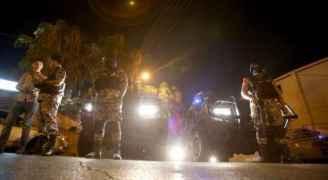 قوات الأمن التي فرضت طوقا حول السفارة