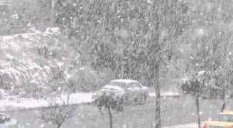 منخفض قطبي الجمعة يجلب الأمطار الغزيرة نهارًا والثلوج فوق 800 متر ليلًا