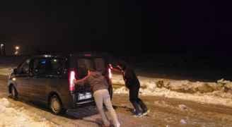 اخلاء 36 سائحا بمنطقة نزول النقب بسبب تراكم الثلوج