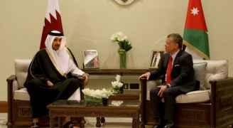 الملك يعقد مباحثات مع أمير قطر