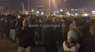 استمرار الاعتصام أمام السفارة الأمريكية.. صور