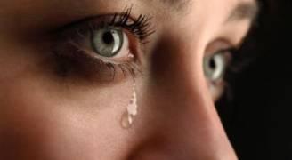 علماء: البكاء يخفف الآلام ويزيل الإجهاد