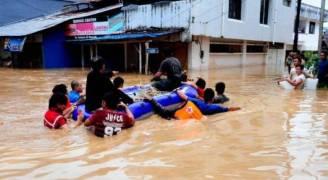 فيضانات تغرق آلاف المنازل في جاكرتا