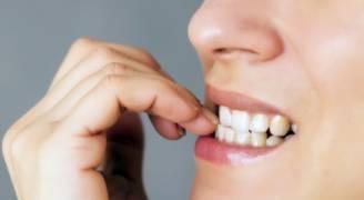 8 عادات نعتقد أنها غير مؤذية لكنها بالغة الضرر بالصحة