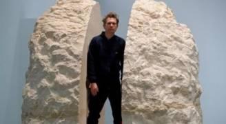 فنان فرنسي يعيش داخل كتلة من الحجر لمدة أسبوع