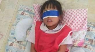 تايلند: عصبا عيني طفلة وقيدا يديها.. عقاباً على تمزيق ورقة