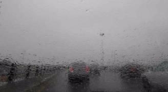 بالفيديو.. أجواء باردة وزخات من الأمطار الخميس