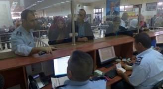 الاحتلال يمنع سفر 13 فلسطينيا من معبر الكرامة