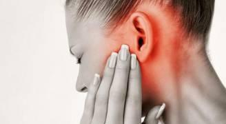 'رقبة الموبايل' نوع جديد من الألم يسببه الهاتف المحمول