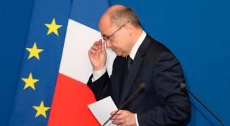 استقالة وزير الداخلية الفرنسي لتوظيفه ابنتيه