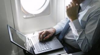 الحكومة الفرنسية تدرس' حظر الإلكترونيات على متن الطائرات