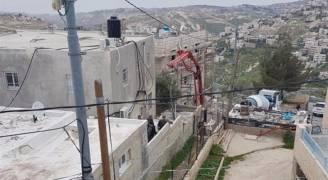 بالفيديو.. الاحتلال يغلق منزل الشهيد القنبر وتصب الباطون داخله