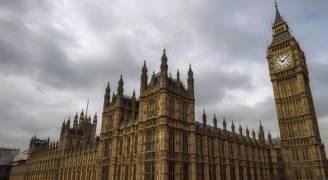 مقتل امرأة وإصابات بهجوم بمحيط البرلمان البريطاني .. فيديو