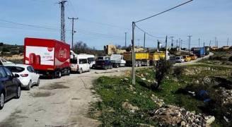 الاحتلال يستهدف المواطنين بقنابل الغاز وإغلاق حاجز عطارة في رام الله