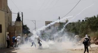 اصابات وحالات اختناق بقمع مسيرة ضد الاستيطان شرق رام الله