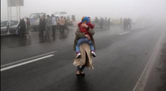 بالفيديو والصور .. 40 قتيلا باصطدام 130 سيارة في إيران