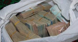 القبض على شخصين سرقا ٥٠ ألف دينار بأسلوب التتبع