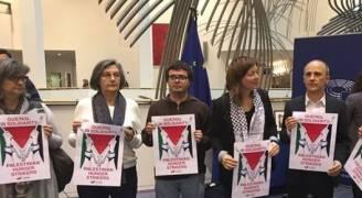 بالصور .. أعضاء البرلمان الاوروبي يتضامنون مع الأسرى