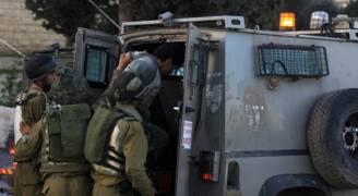الاحتلال يعتقل ١١ فلسطينيا بينهم وزير سابق بالخليل