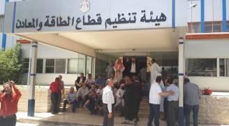 عدد من أصحاب مستودعات بيع الغاز يعتصمون أمام وزارة الطاقة