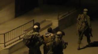 الاحتلال يعتقل ٤ مواطنين من بيت أمر ويطا