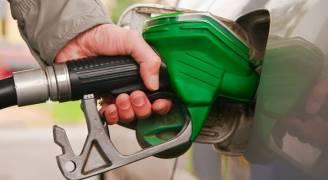 الحكومة تقرر اقتطاع قرشين عن كل لتر بنزين وسولار