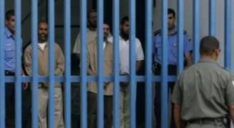 بيومهم الـ٣٣..الأسرى يقرعون بأمعائهم الخاوية جدران السجن