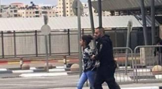 الاحتلال يعتقل فلسطينية بحجة محاولة الطعن على حاجز قلنديا
