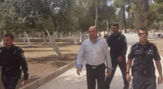 الاحتلال يخرج النائب غنايم من المسجد الأقصى المبارك