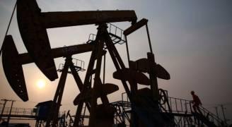 النفط يتراجع وسط شكوك في قدرة أوبك