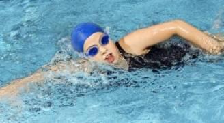 هكذا تحمي أذنك قبل السباحة