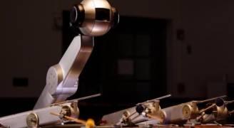 روبوت يؤلف الموسيقى ويعزف الأنغام بنفسه مثل البشر