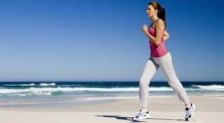 ٣٠ دقيقة رياضة يوميًا تجعل النساء يشعرن بأنهن 'أقوى وأرق'