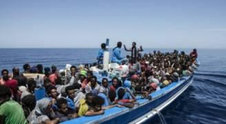 انقاذ نحو ٤٠٠ مهاجر قبالة اسبانيا منذ الاربعاء