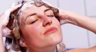 الاستحمام اليومي يؤذي بشرتك وشعرك
