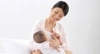 الرضاعة الطبيعية تقي الأم من أمراض القلب وسكتة الدماغ