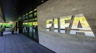 الفيفا ينفي تسلم طلب بسحب تنظيم كأس العالم من قطر