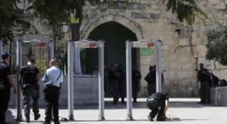 الاحتلال يقرر إبقاء البوابات الإلكترونية بالأقصى