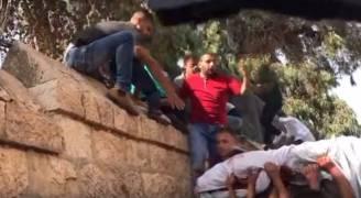 بالفيديو.. تهريب جثمان شهيد من مستشفى سيطر عليه الاحتلال