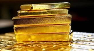الذهب يحوم قرب أعلى مستوى