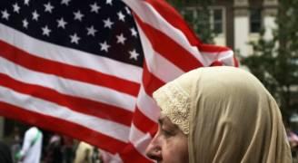 ٨٥ الف دولار لمسلمة نزعت الشرطة الأمريكية حجابها