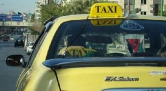 سائق تكسي يعيد  مصاغ ذهبي وممتلكات لسيدة في إربد