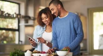 تناول 'الطعام النظيف' قد يدمر صحتك.. إليك الطريقة الأمثل في الحفاظ على غذائك