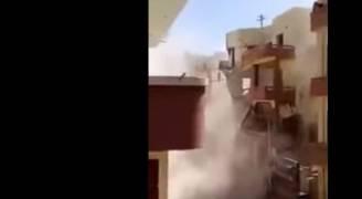 فيديو مروع.. لحظة انهيار مبنى من ٥ طوابق بمصر