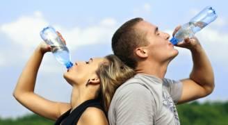 تسعة أسباب مقنعة لزيادة شرب الماء