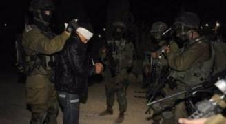 الاحتلال يعتقل ٣ فلسطينيين خلال اقتحامه وسط الخليل