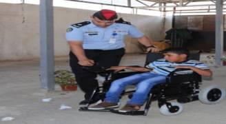 الأمن العام يحل مشكلة طفل 'مشلول دماغيا'.. ويلحقه بالمدرسة